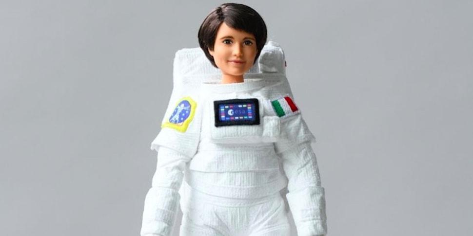 woman astronaut in diaper - 970×485